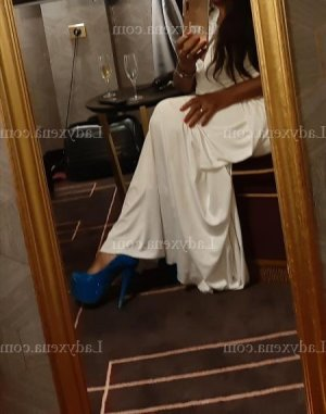 Chioma escort girl